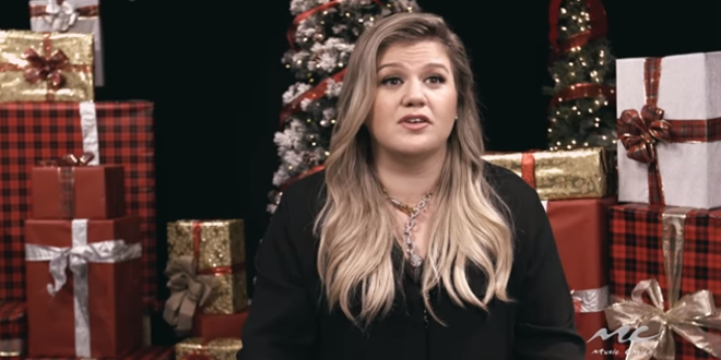 Kelly Clarkson Christmas Eve.Kelly Clarkson And Others Share Their Favorite Christmas Memories